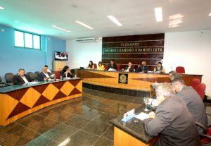 Legislativo aprova diretrizes para a elaboração da Lei Orçamentária de 2015