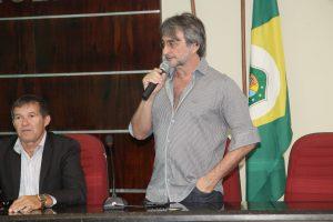 Ex-prefeitos recebem comenda Eusébio de Queiroz
