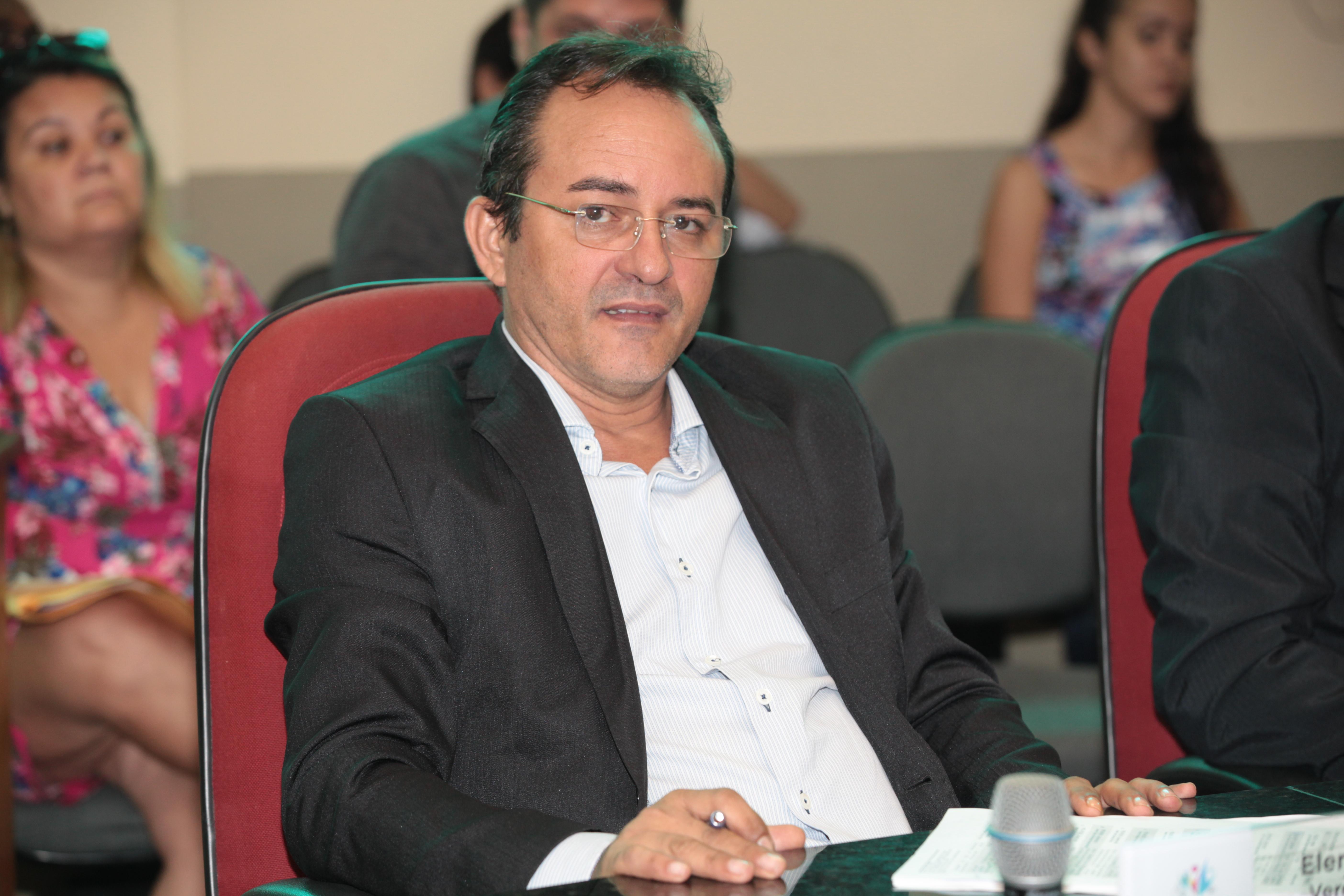Elenilson solicita pavimentação da Rua Manoel Felipe da Silva, no Olho D'água