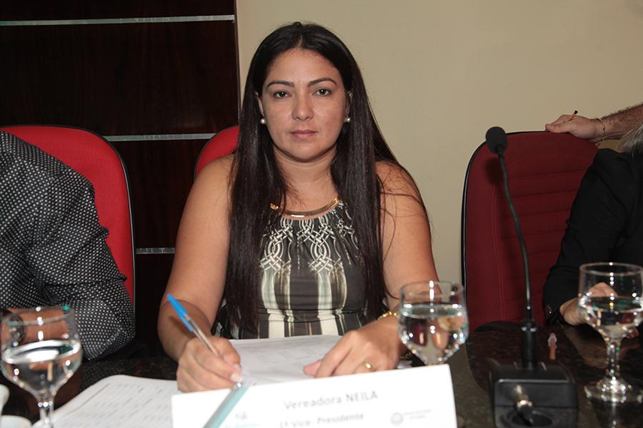 Vereadora Neila viabiliza reforma do ginásio da escola municipal São Miguel no bairro Cauaçu
