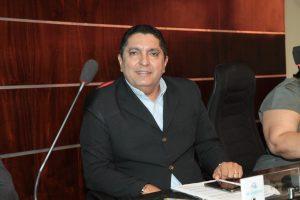 Fares Filho oficializa denominação da Rua Carlos Albuquerque de Lima