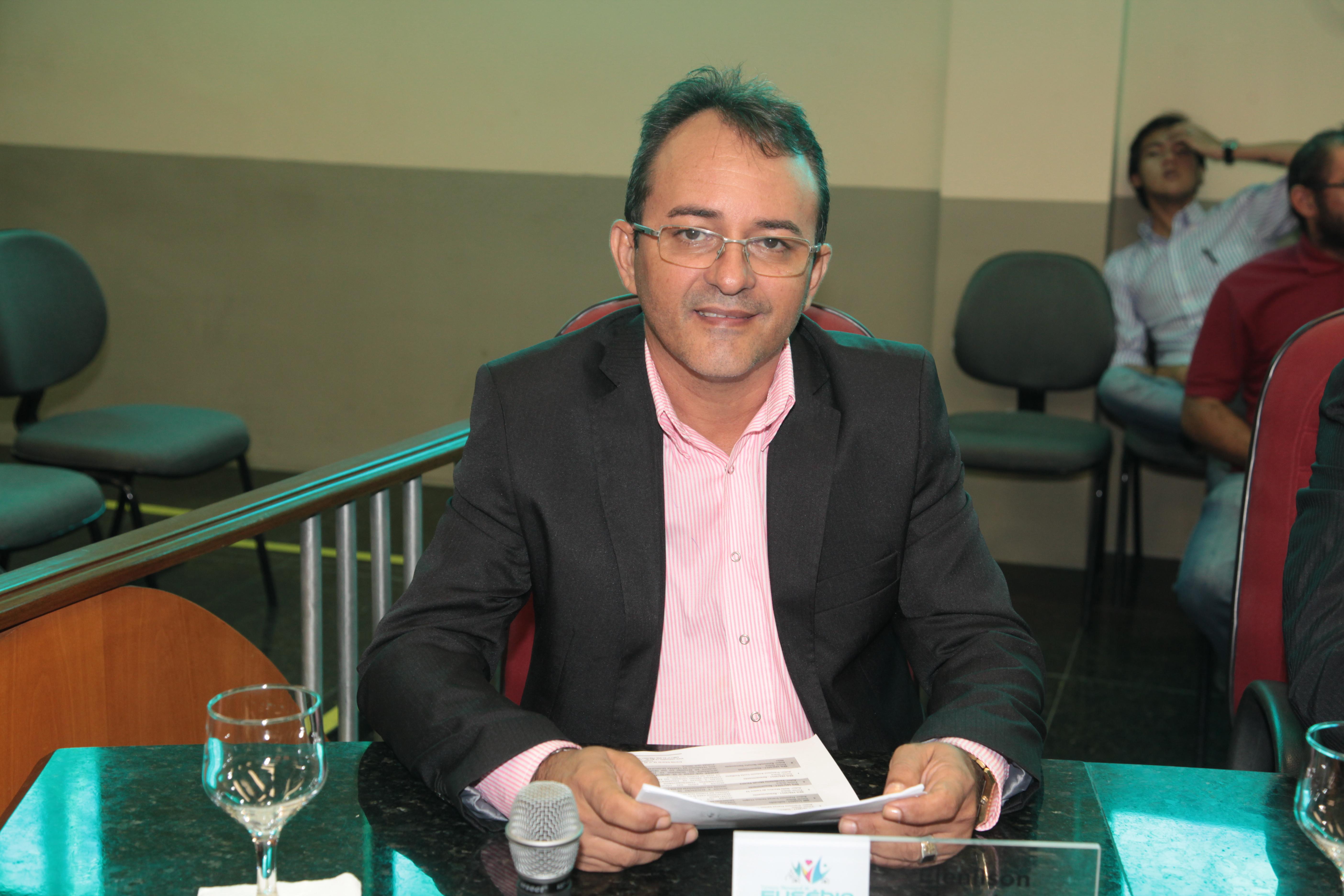 Vereador Elenilson solicita construção de uma Praça Pública na comunidade Vila Nova