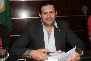 Vereador Tarcísio da Cultura solicita melhorias na Avenida Santa Cecília