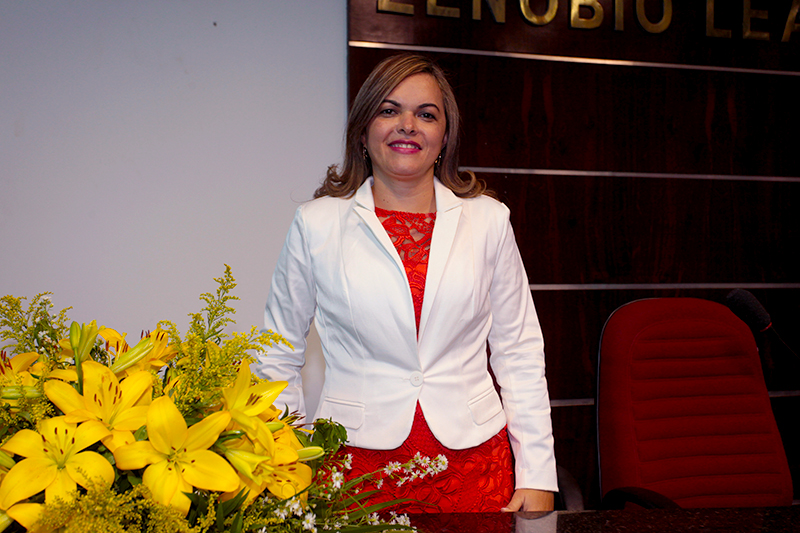 Cira é a primeira mulher a assumir a presidência da Câmara