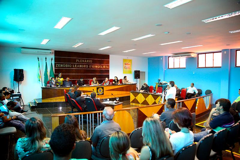 Vereadores propõem concessão de auxilio alimentação e transporte para servidores municipais
