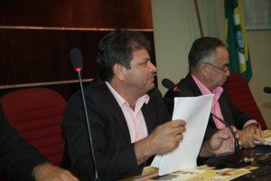 Parlamentares se unem no combate à dengue