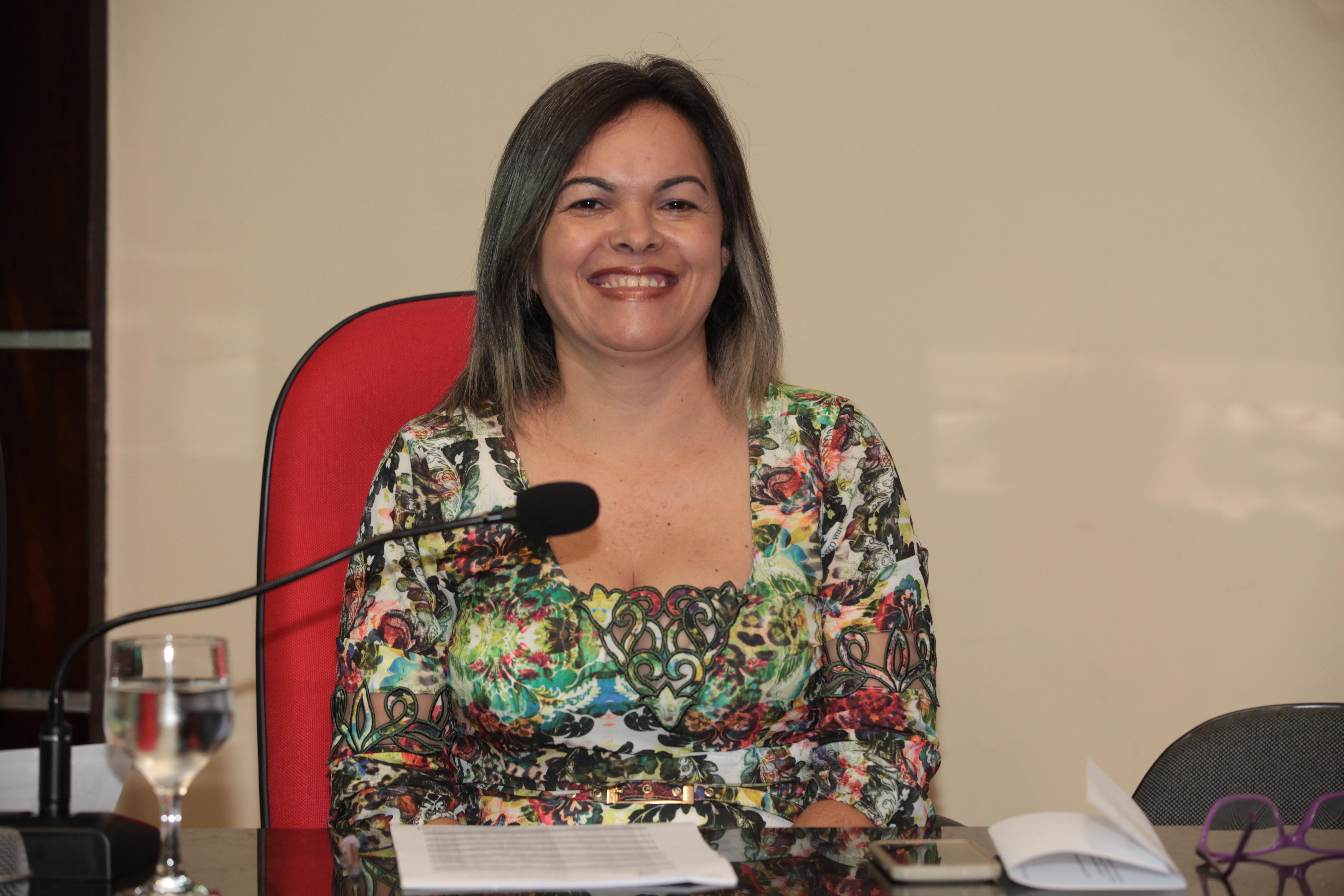 Vereadora Cira propõe reduzir carga horária de servidores que tenham filhos com necessidades especiais