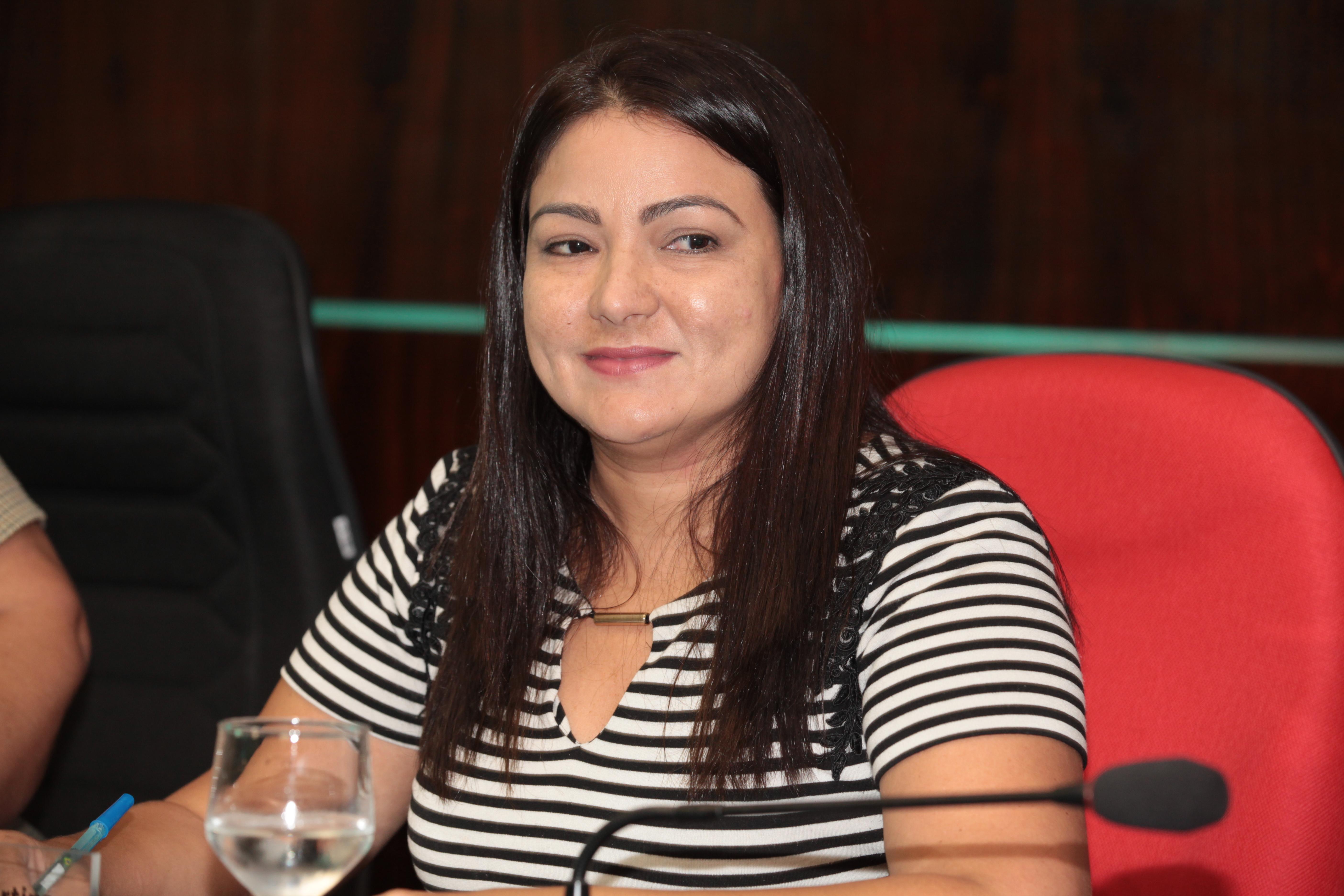 Neila Sá solicita construção de Areninhas nos bairros Tamatanduba e Guaribas