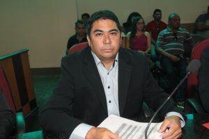 Henrique do Timbú solicita pavimentação das ruas do Conjunto Vila Nova
