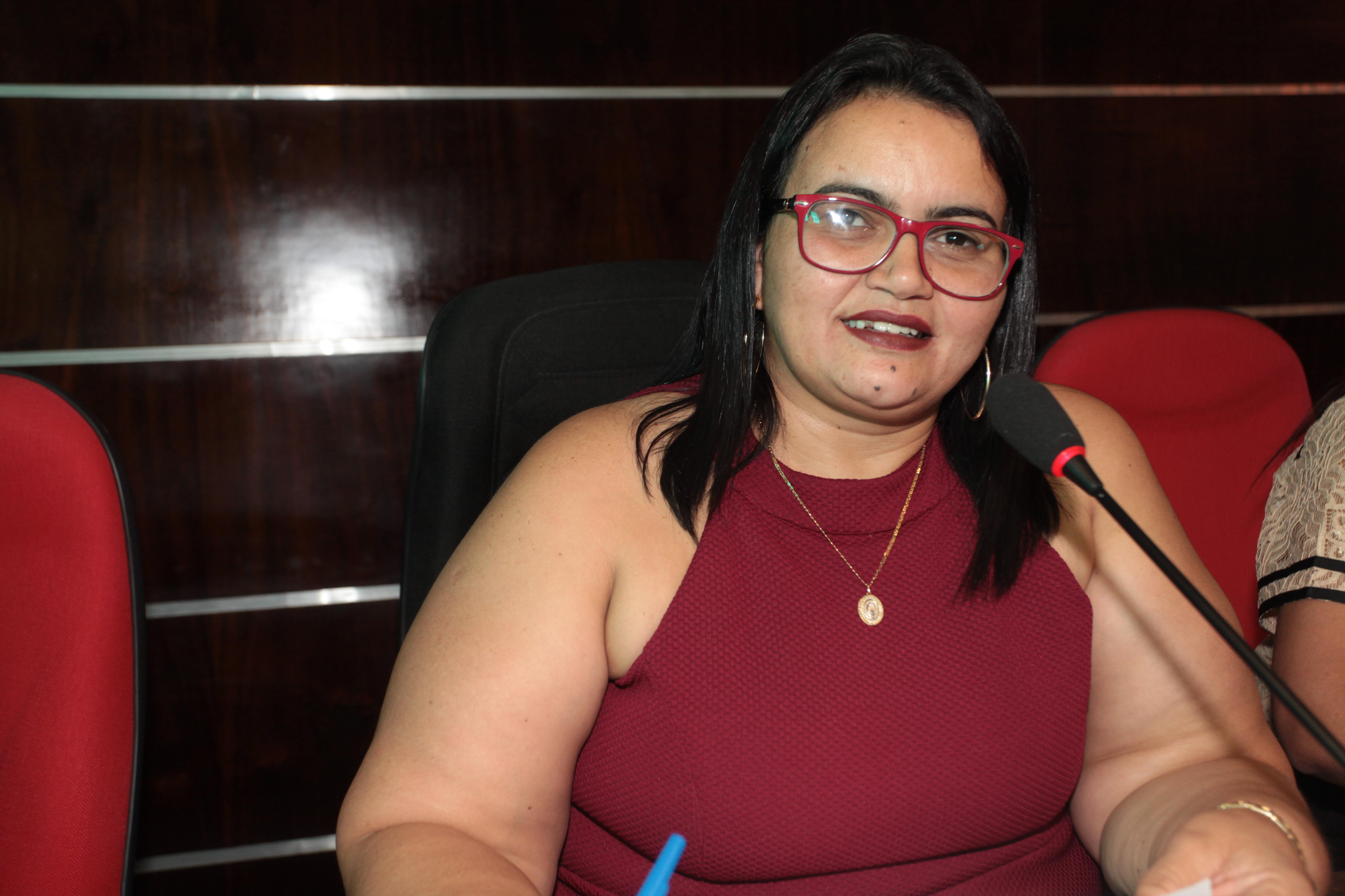 Wanda Morais pede ampliação da  rede de água para ruas do bairro Cauaçu