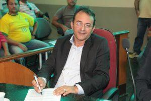 Elenilson solicita pavimentação de diversas ruas de Eusébio