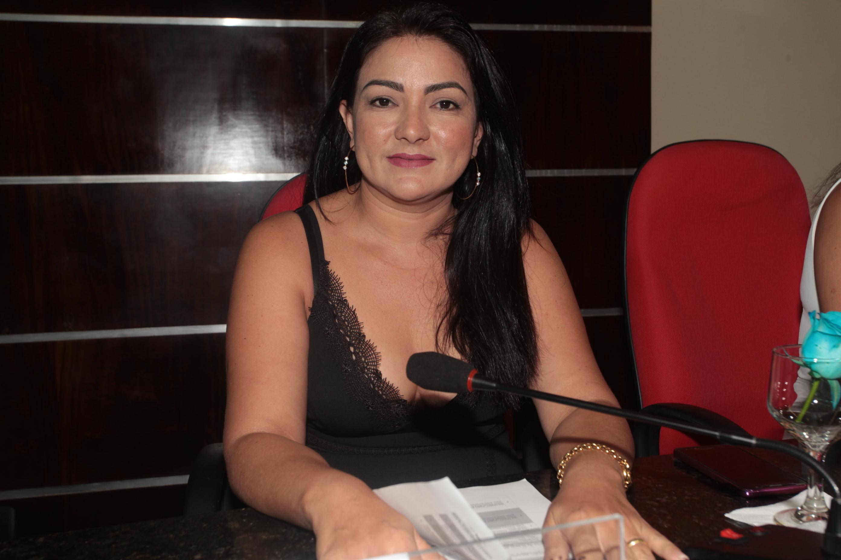 Vereadora Neila solicita reforma de escolas municipais